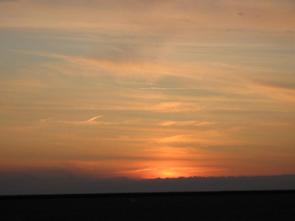 Een mooie zonsondergang. Gratis bij de ballonvaart
