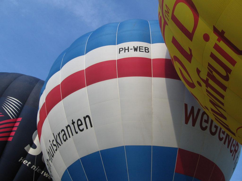 luchtballon PH-WEB Wegner huis aan huis kranten