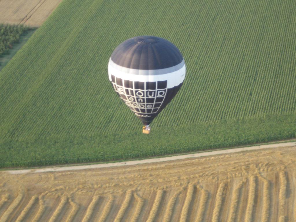 luchtballon over de limburgse heuvelen