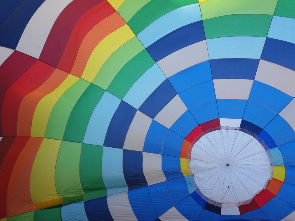 Ballon regenboog kleuren PH-VET